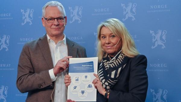 monica mæland 1 - Ekspertutvalg: 5000 arbeidsplasser ut til fylkene!