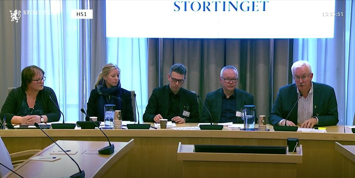 """39DCC953 6A2A 46F0 AFC5 8040D768AEB9 - """"Fiber og bredbånd fram til alle husstander i hele Norge."""" LSF tydelig på Stortinget"""
